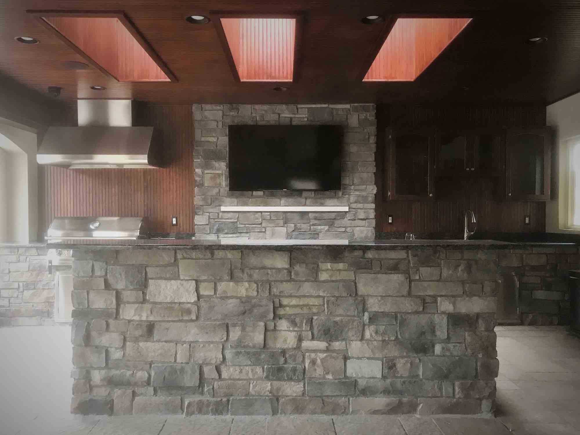 kitchen with bar and TV